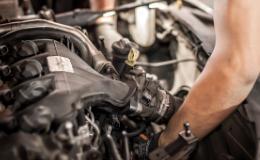 Retirer le moteur et les éléments de carrosserie d'une voiture