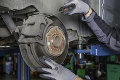 Comment remplacer soi-même des plaquettes de frein usées ?