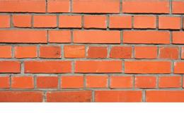 Fixer dans la brique : quelle cheville utiliser ?